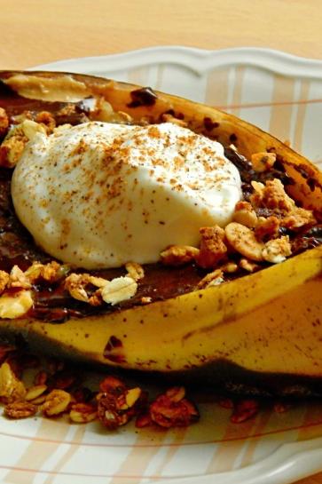 0344. Zapekaná banánová loďka s kešu maslom a horkou čokoládou_03
