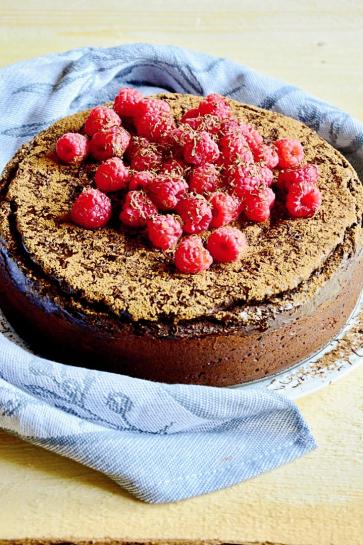 0667. Bezlepkový čokoládový fondán koláč s malinami