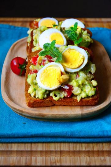 0702. Najlepšie guacamole toasty s vajíčkom_04