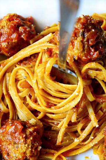 0707. Mäsové guľky v paradajkovej omáčke zamotané v špagetách_03